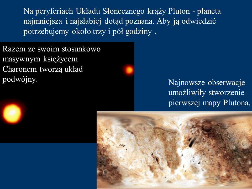 Na peryferiach Układu Słonecznego krąży Pluton - planeta najmniejsza i najsłabiej dotąd poznana. Aby ją odwiedzić potrzebujemy około trzy i pół godziny .