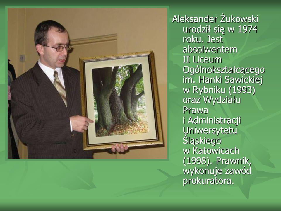 Aleksander Żukowski urodził się w 1974 roku