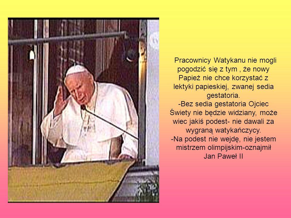 Pracownicy Watykanu nie mogli pogodzić się z tym , że nowy Papież nie chce korzystać z lektyki papieskiej, zwanej sedia gestatoria.