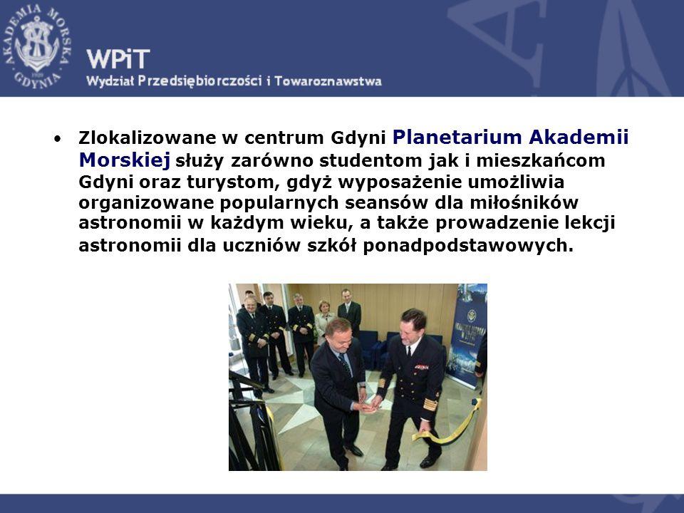 Zlokalizowane w centrum Gdyni Planetarium Akademii Morskiej służy zarówno studentom jak i mieszkańcom Gdyni oraz turystom, gdyż wyposażenie umożliwia organizowane popularnych seansów dla miłośników astronomii w każdym wieku, a także prowadzenie lekcji astronomii dla uczniów szkół ponadpodstawowych.