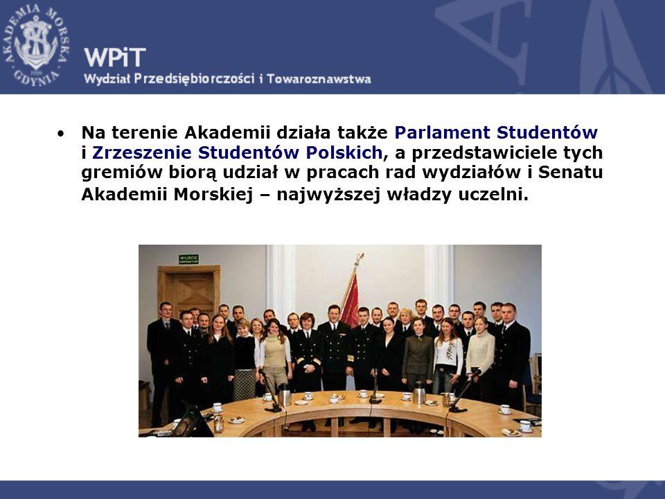 Na terenie Akademii działa także Parlament Studentów i Zrzeszenie Studentów Polskich, a przedstawiciele tych gremiów biorą udział w pracach rad wydziałów i Senatu Akademii Morskiej – najwyższej władzy uczelni.