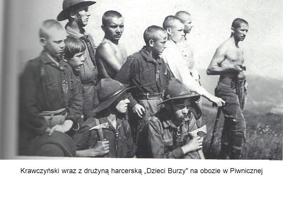"""Krawczyński wraz z drużyną harcerską """"Dzieci Burzy na obozie w Piwnicznej"""