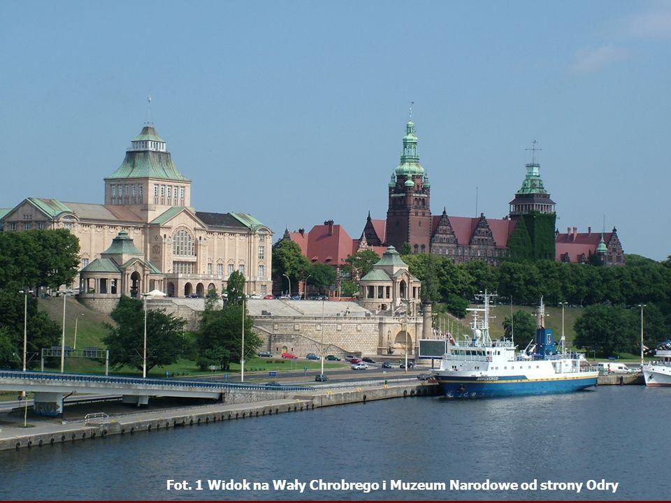 Fot. 1 Widok na Wały Chrobrego i Muzeum Narodowe od strony Odry