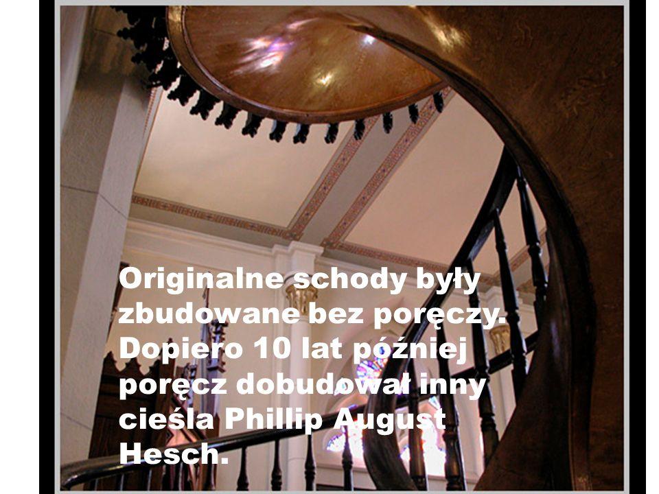 Originalne schody były zbudowane bez poręczy
