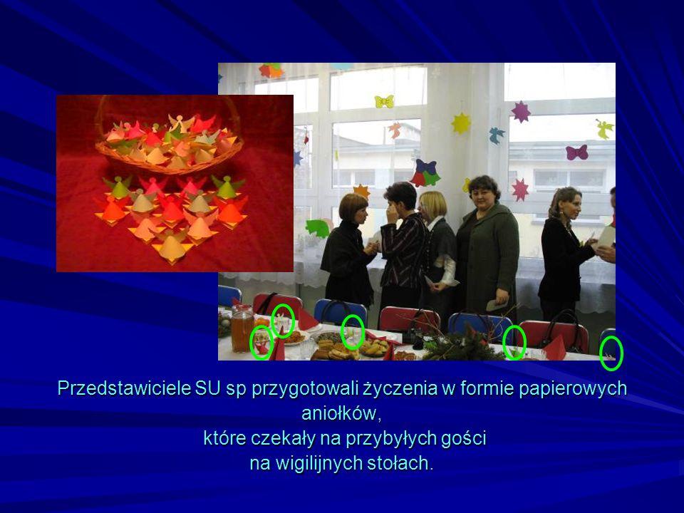 Przedstawiciele SU sp przygotowali życzenia w formie papierowych