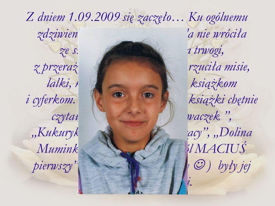 Z dniem 1.09.2009 się zaczęło… Ku ogólnemu zdziwieniu Jadźki i Krzyśka Jula nie wróciła ze szkoły zniechęcona, pełna trwogi, z przerażeniem w oczach.
