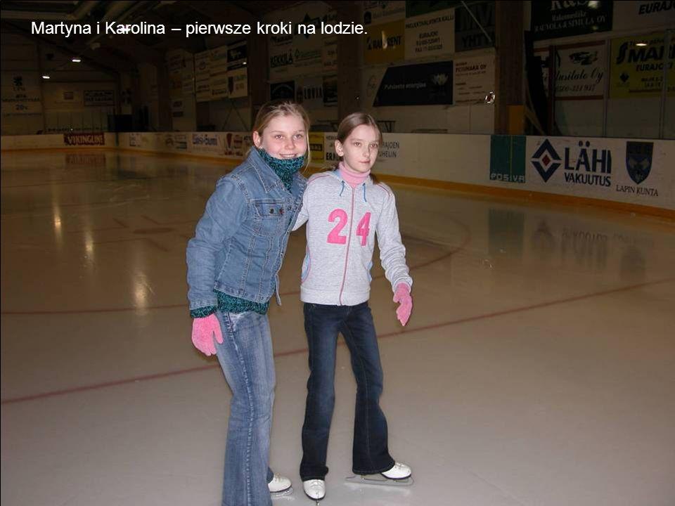 Martyna i Karolina – pierwsze kroki na lodzie.