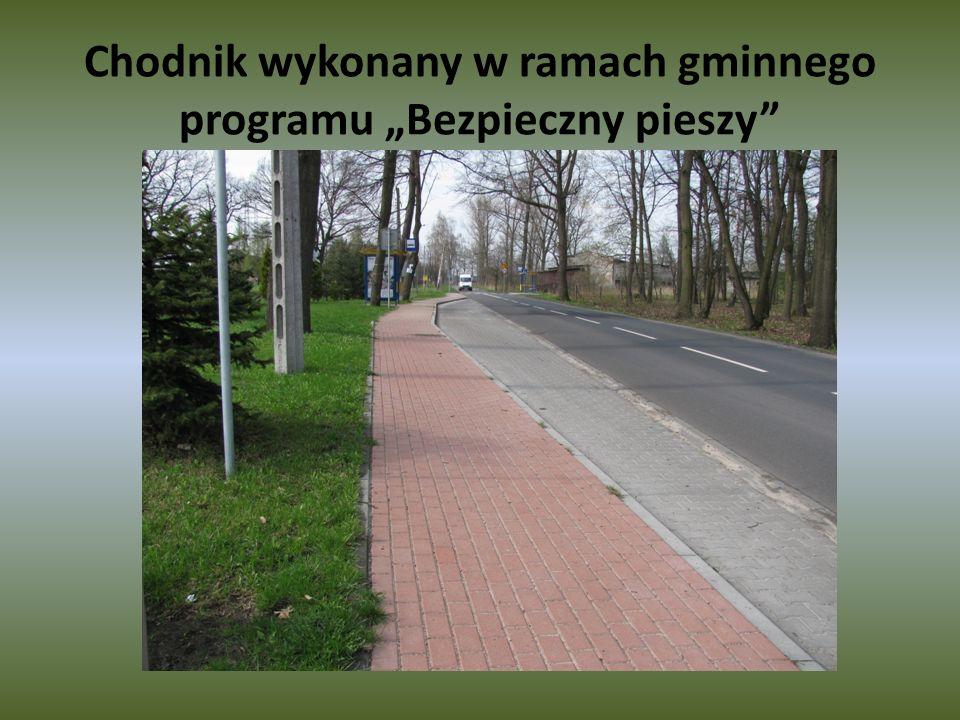 """Chodnik wykonany w ramach gminnego programu """"Bezpieczny pieszy"""