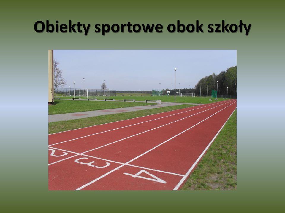 Obiekty sportowe obok szkoły