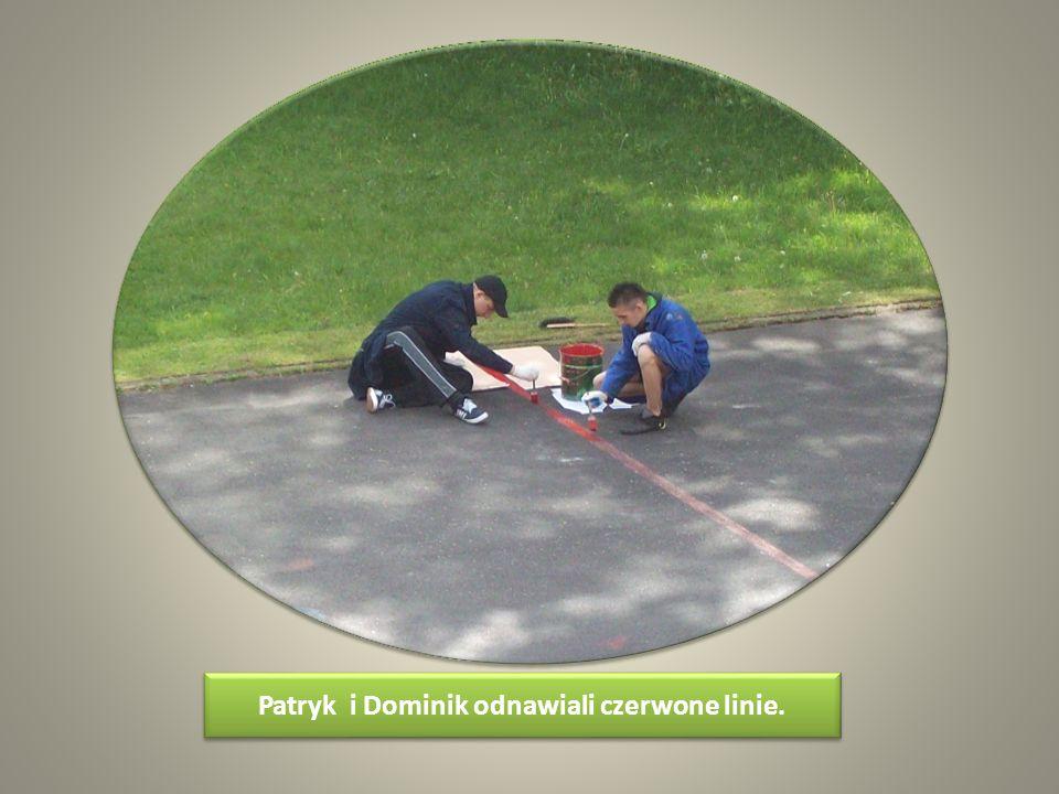 Patryk i Dominik odnawiali czerwone linie.
