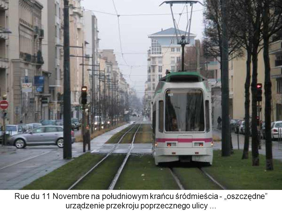 """Rue du 11 Novembre na południowym krańcu śródmieścia - """"oszczędne urządzenie przekroju poprzecznego ulicy ..."""