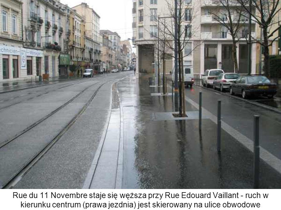 Rue du 11 Novembre staje się węższa przy Rue Edouard Vaillant - ruch w kierunku centrum (prawa jezdnia) jest skierowany na ulice obwodowe