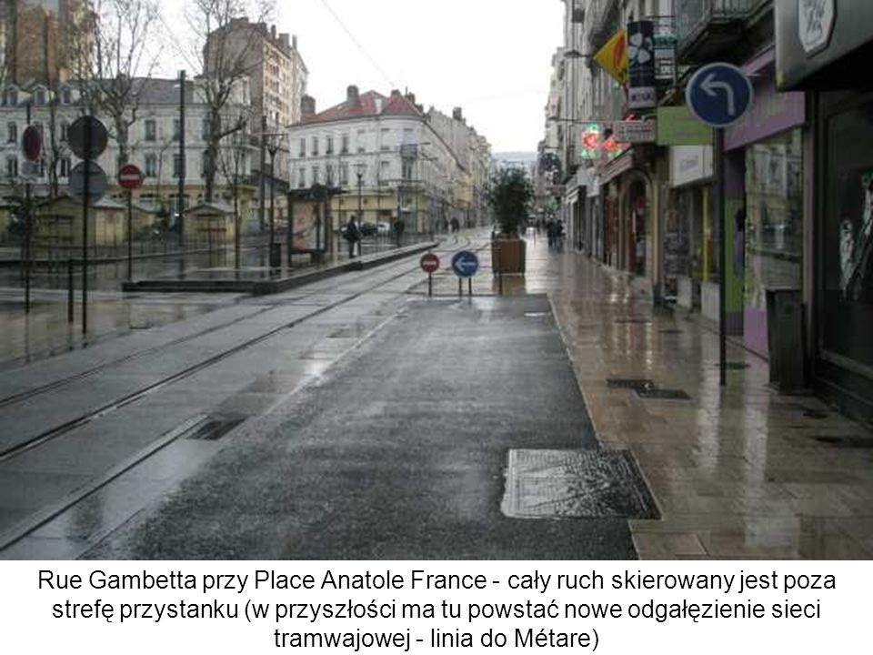 Rue Gambetta przy Place Anatole France - cały ruch skierowany jest poza strefę przystanku (w przyszłości ma tu powstać nowe odgałęzienie sieci tramwajowej - linia do Métare)
