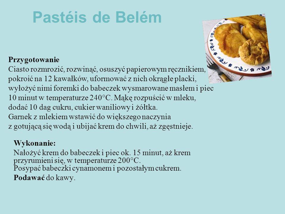 Pastéis de Belém Przygotowanie Ciasto rozmrozić, rozwinąć, osuszyć papierowym ręcznikiem, pokroić na 12 kawałków, uformować z nich okrągłe placki,