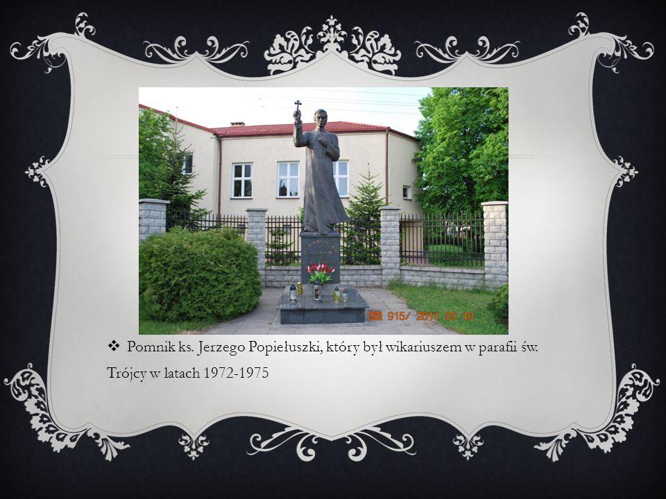 Pomnik ks. Jerzego Popiełuszki, który był wikariuszem w parafii św