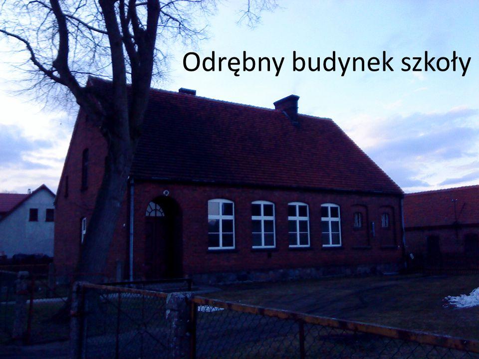 Odrębny budynek szkoły