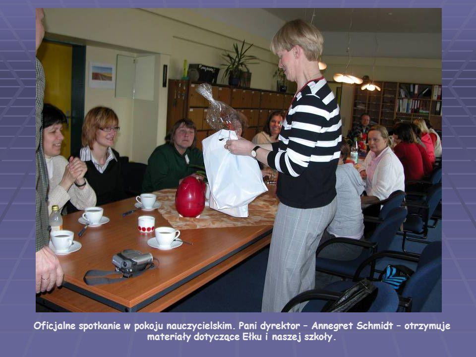 Oficjalne spotkanie w pokoju nauczycielskim
