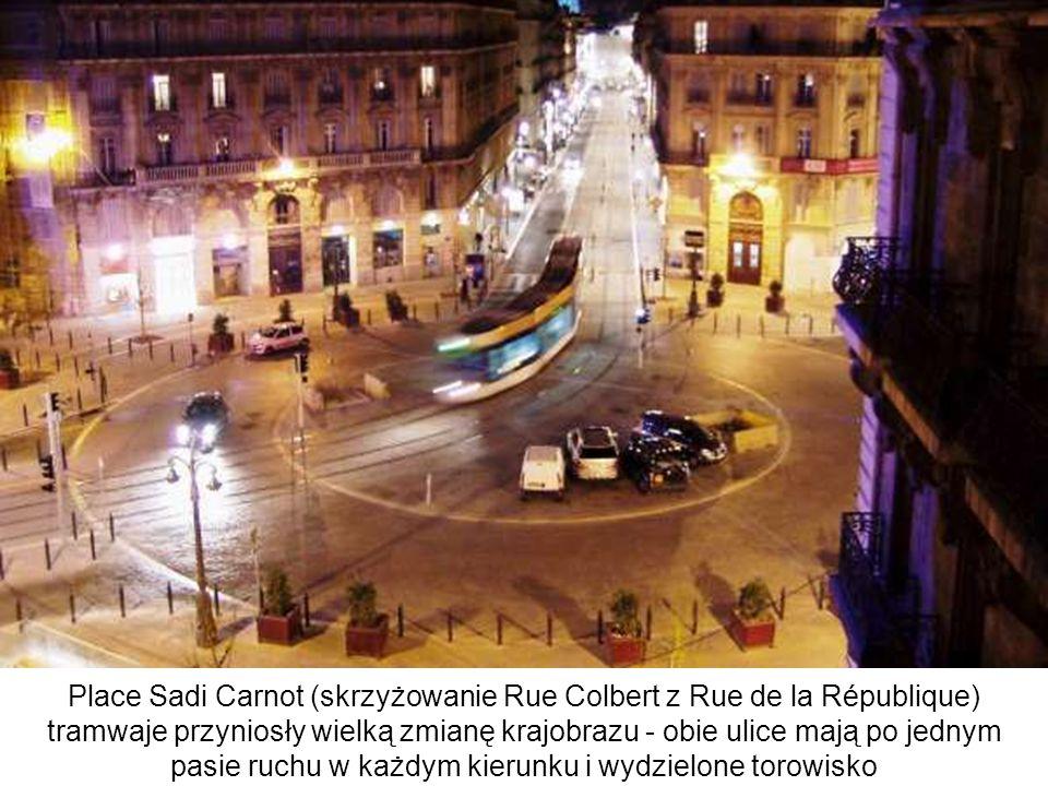 Place Sadi Carnot (skrzyżowanie Rue Colbert z Rue de la République) tramwaje przyniosły wielką zmianę krajobrazu - obie ulice mają po jednym pasie ruchu w każdym kierunku i wydzielone torowisko
