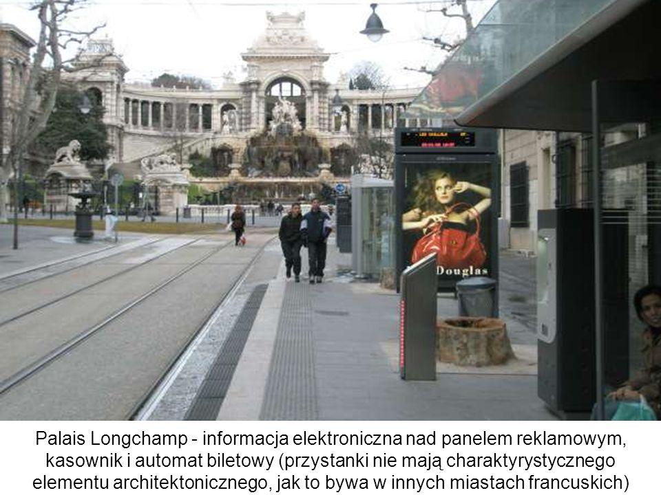 Palais Longchamp - informacja elektroniczna nad panelem reklamowym, kasownik i automat biletowy (przystanki nie mają charaktyrystycznego elementu architektonicznego, jak to bywa w innych miastach francuskich)