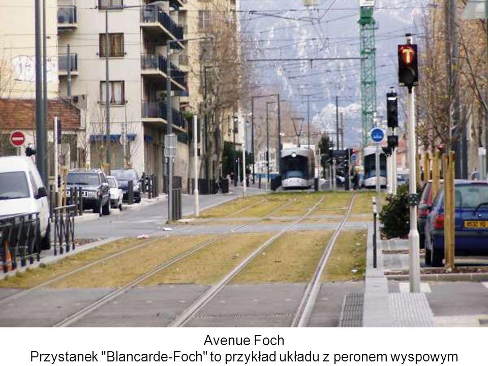 Przystanek Blancarde-Foch to przykład układu z peronem wyspowym