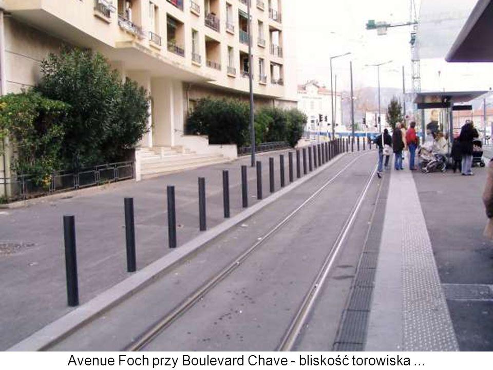 Avenue Foch przy Boulevard Chave - bliskość torowiska ...