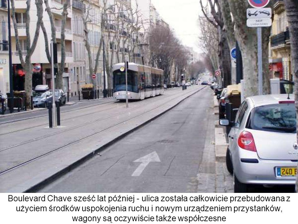 Boulevard Chave sześć lat później - ulica została całkowicie przebudowana z użyciem środków uspokojenia ruchu i nowym urządzeniem przystanków, wagony są oczywiście także współczesne