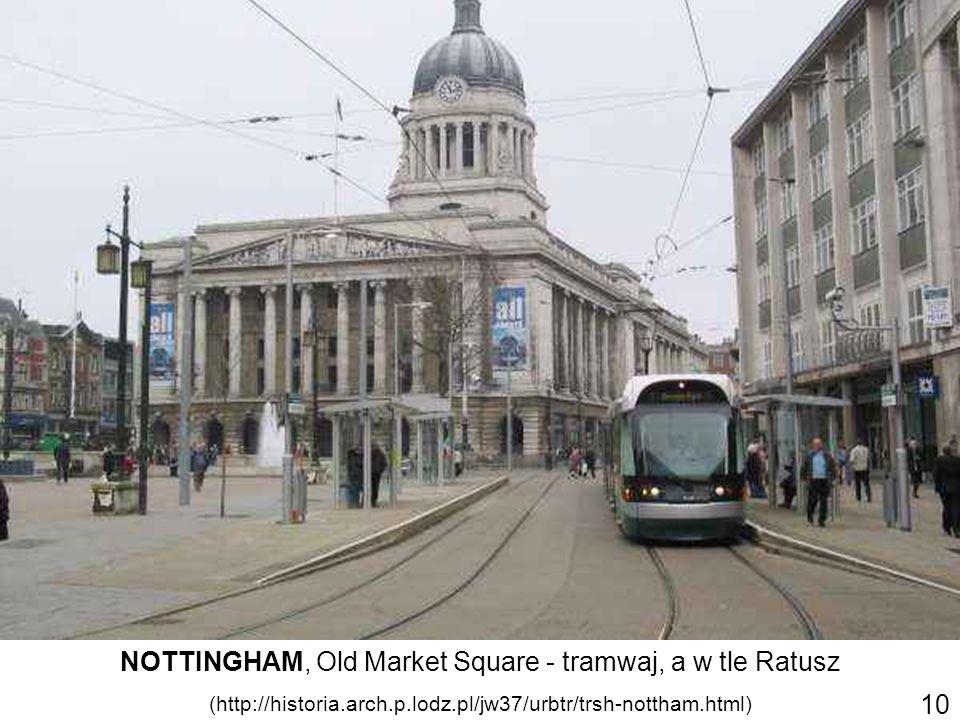 NOTTINGHAM, Old Market Square - tramwaj, a w tle Ratusz