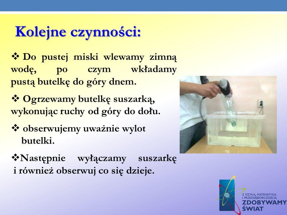 Kolejne czynności: Do pustej miski wlewamy zimną wodę, po czym wkładamy pustą butelkę do góry dnem.