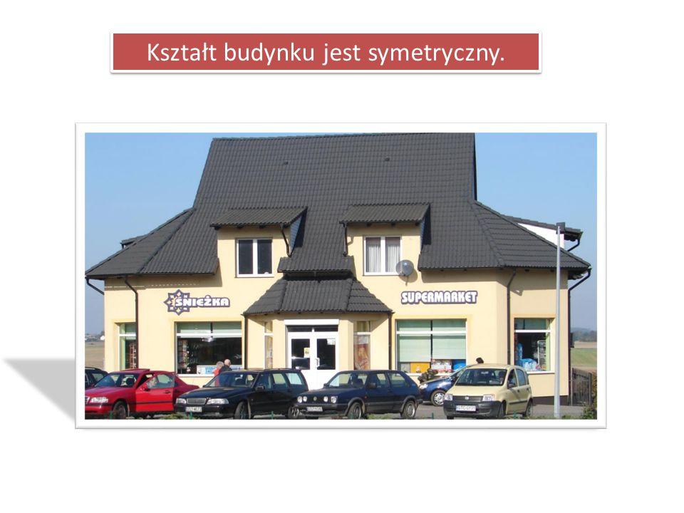 Kształt budynku jest symetryczny.