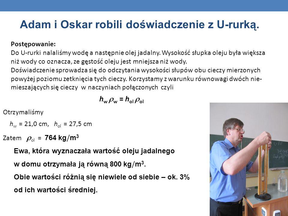 Adam i Oskar robili doświadczenie z U-rurką.
