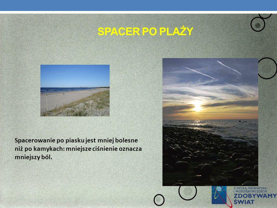 Spacer po plaży Spacerowanie po piasku jest mniej bolesne