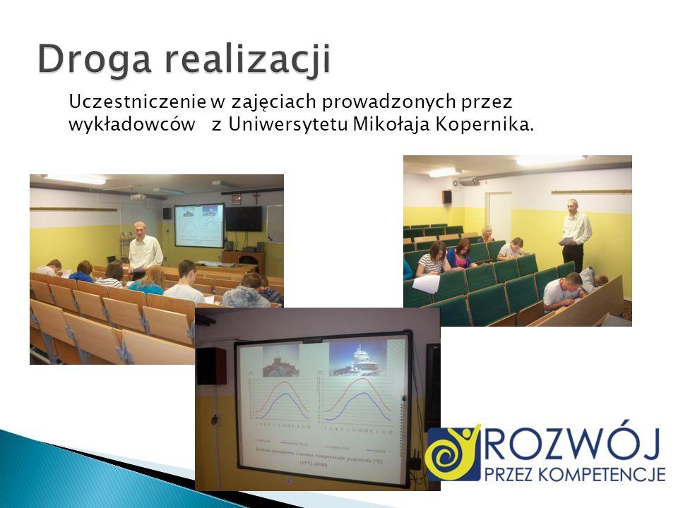 Droga realizacjiUczestniczenie w zajęciach prowadzonych przez wykładowców z Uniwersytetu Mikołaja Kopernika.