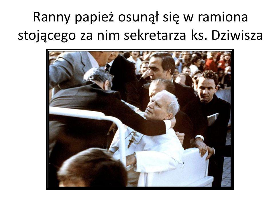 Ranny papież osunął się w ramiona stojącego za nim sekretarza ks