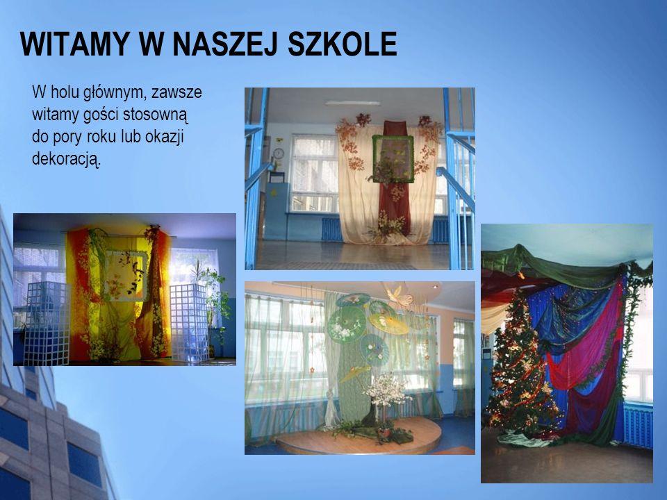 WITAMY W NASZEJ SZKOLEW holu głównym, zawsze witamy gości stosowną do pory roku lub okazji dekoracją.