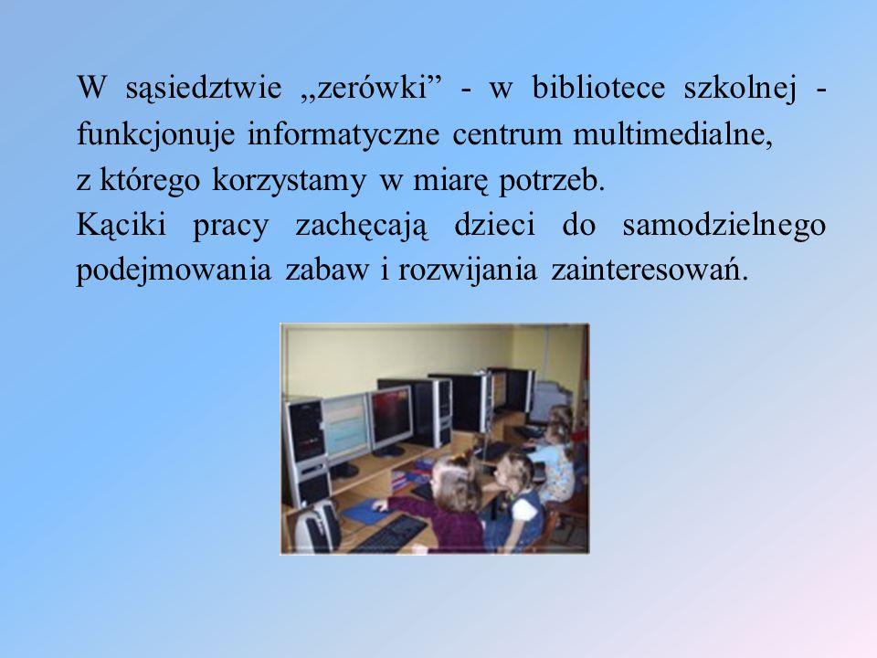 W sąsiedztwie ,,zerówki - w bibliotece szkolnej - funkcjonuje informatyczne centrum multimedialne,