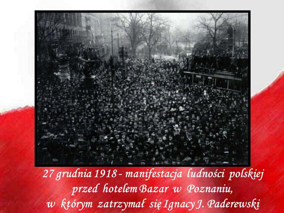 27 grudnia 1918 - manifestacja ludności polskiej przed hotelem Bazar w Poznaniu, w którym zatrzymał się Ignacy J.