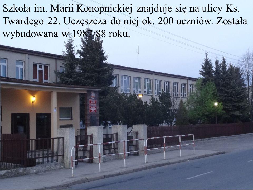 Szkoła im. Marii Konopnickiej znajduje się na ulicy Ks. Twardego 22