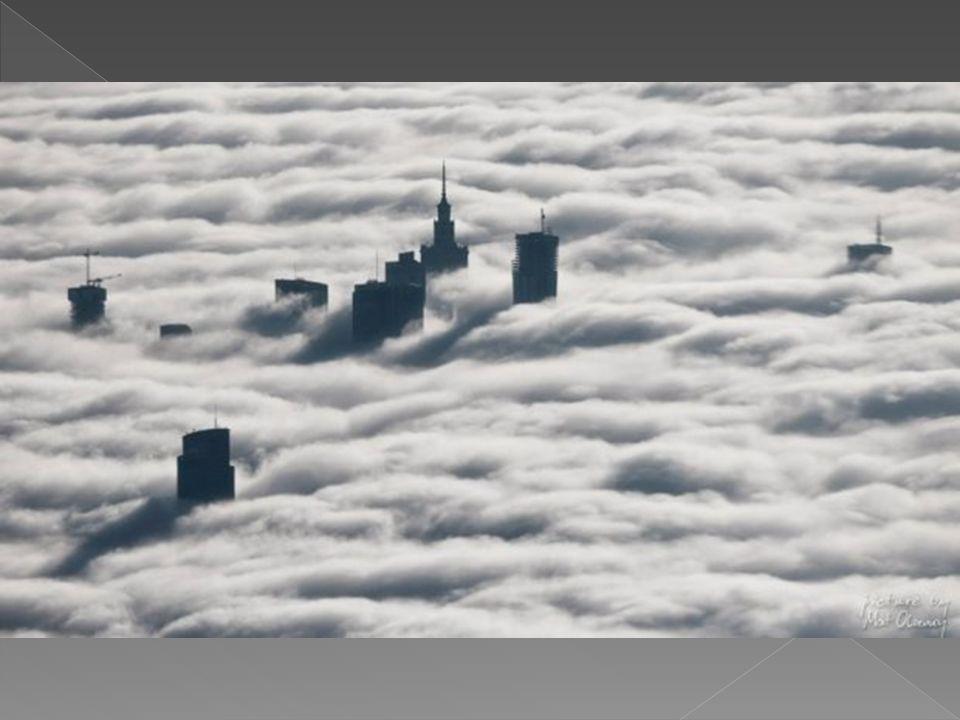 Warszawa we mgle. Niezwykłe zdjęcia z lotu ptaka.