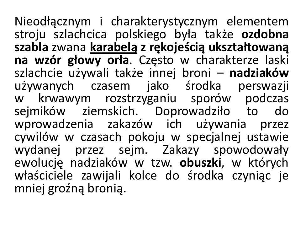 Nieodłącznym i charakterystycznym elementem stroju szlachcica polskiego była także ozdobna szabla zwana karabelą z rękojeścią ukształtowaną na wzór głowy orła.