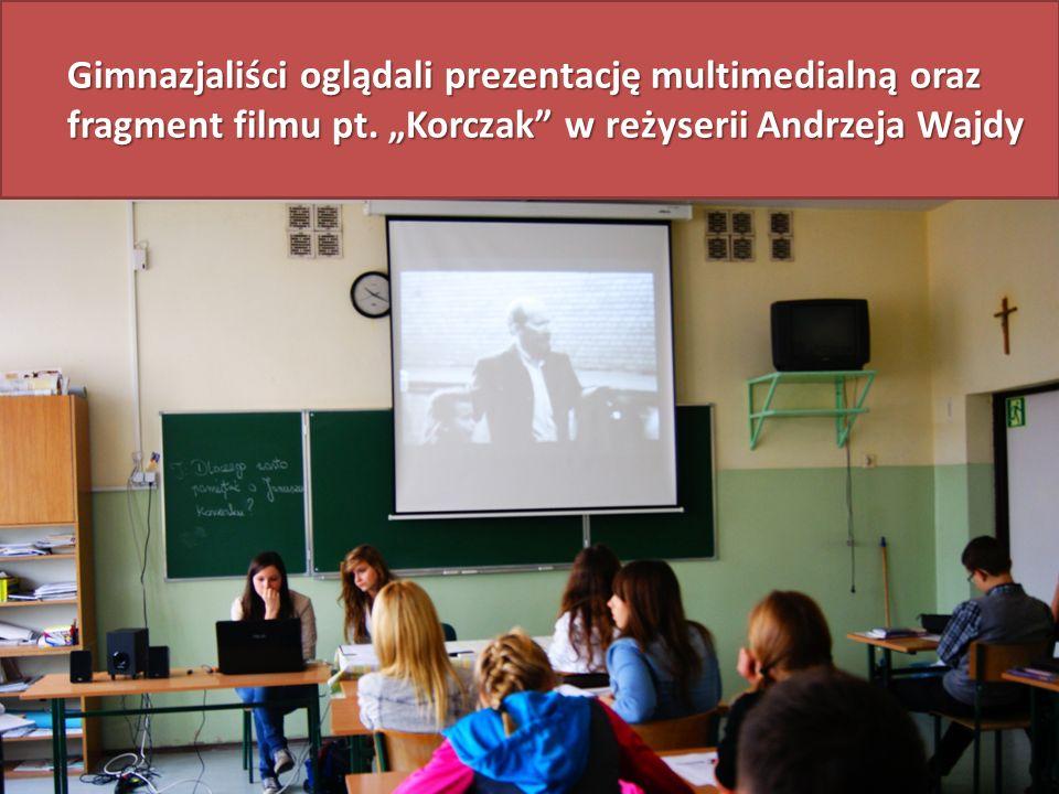 Gimnazjaliści oglądali prezentację multimedialną oraz fragment filmu pt.