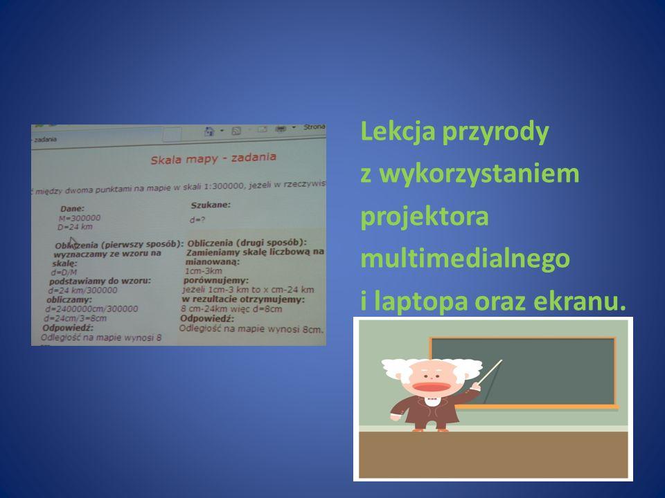 Lekcja przyrody z wykorzystaniem projektora multimedialnego i laptopa oraz ekranu.