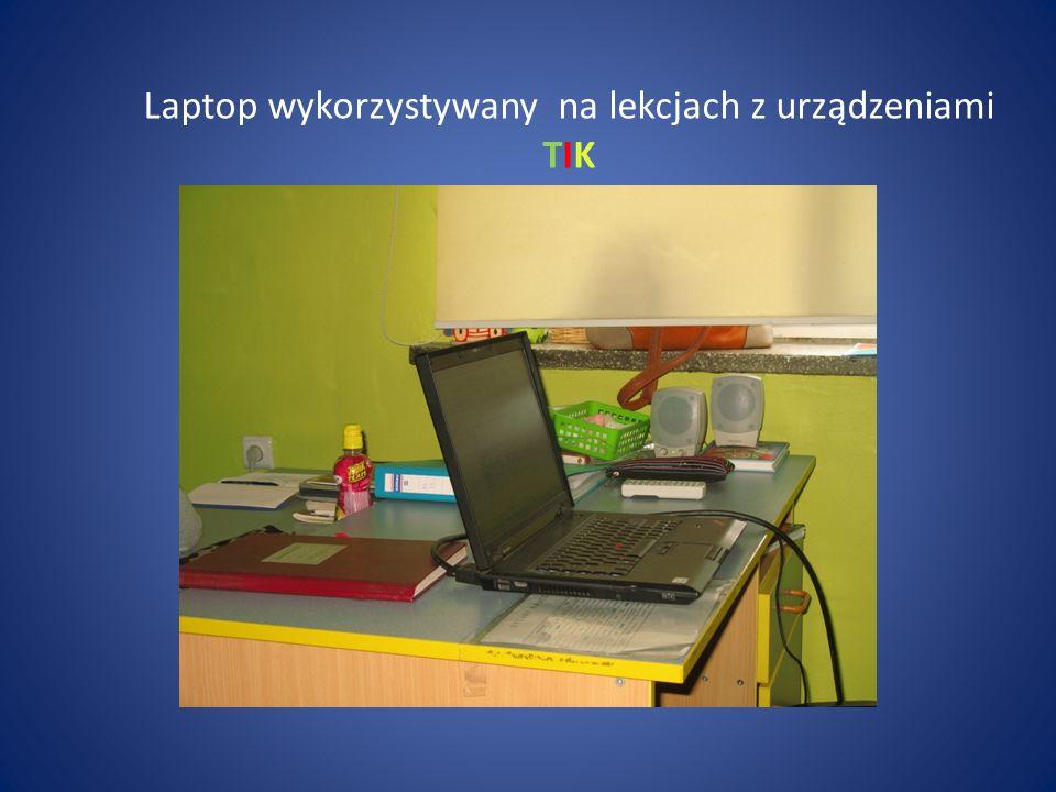 Laptop wykorzystywany na lekcjach z urządzeniami TIK