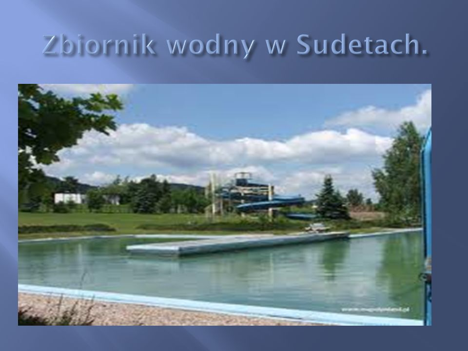 Zbiornik wodny w Sudetach.