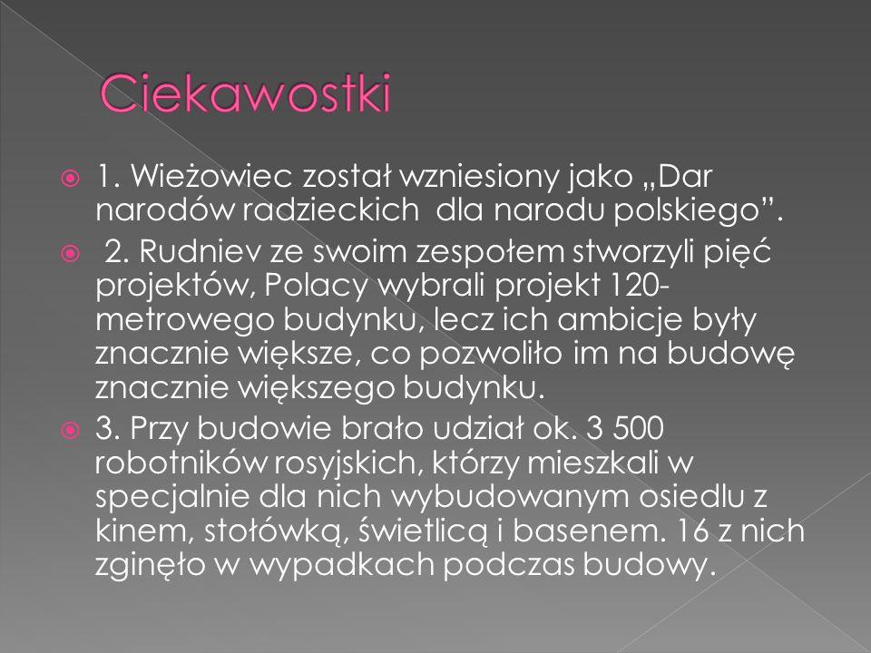 """Ciekawostki1. Wieżowiec został wzniesiony jako """"Dar narodów radzieckich dla narodu polskiego ."""