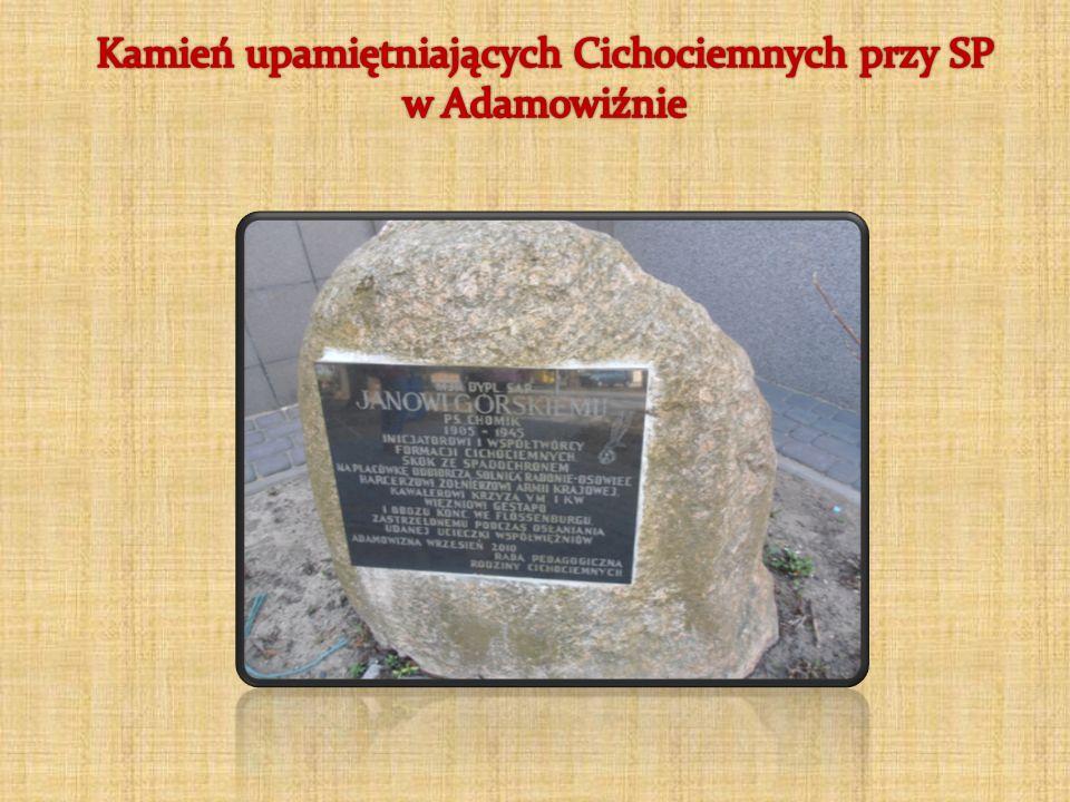Kamień upamiętniających Cichociemnych przy SP w Adamowiźnie