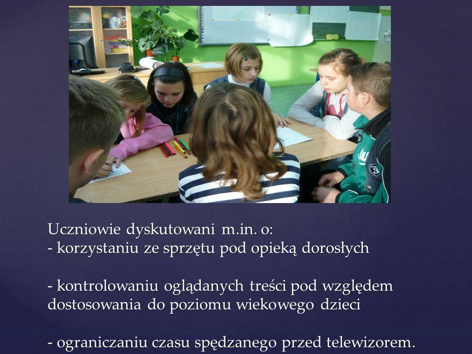 Uczniowie dyskutowani m. in
