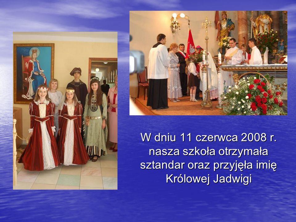 W dniu 11 czerwca 2008 r. nasza szkoła otrzymała sztandar oraz przyjęła imię Królowej Jadwigi