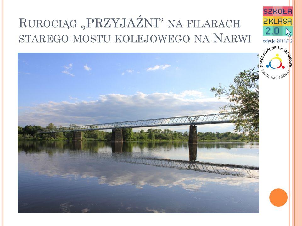 """Rurociąg """"PRZYJAŹNI na filarach starego mostu kolejowego na Narwi"""