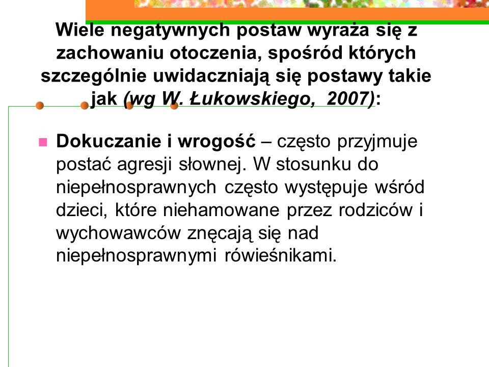 Wiele negatywnych postaw wyraża się z zachowaniu otoczenia, spośród których szczególnie uwidaczniają się postawy takie jak (wg W. Łukowskiego, 2007):
