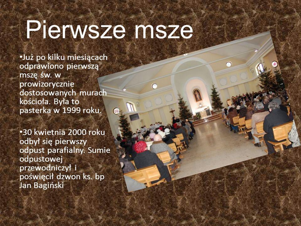 Pierwsze msze Już po kilku miesiącach odprawiono pierwszą mszę św. w prowizorycznie dostosowanych murach kościoła. Była to pasterka w 1999 roku.